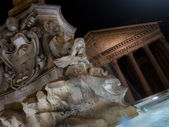 Fountain of Piazza Rotonda at night outside Pantheon in Rome, It — Stock Photo