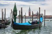 Gondolas and San Giorgio Maggiore church in Venice — Stock Photo