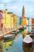 Color houses with boats on Burano island near Venice — Stock Photo