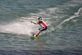 The athlete of water skiing on a water ski — 图库照片