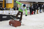 Competitions in a snowboard near Shopping Center Favorit, Tyumen — Stock Photo