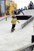Zawody w snowboardzie w pobliżu centrum handlowego favorit, tiumeń — Zdjęcie stockowe