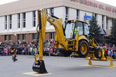 City Day of Tyumen, on July 26, 2014, show of dancing excavators — Foto Stock