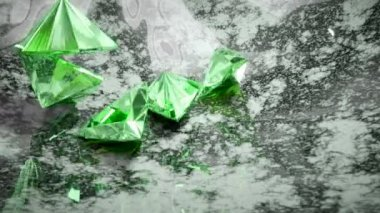 Green trillion cut diamonds falling and rolling down — Stock Video