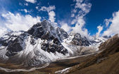 Pheriche Valley and Cholatse peak in Himalaya — Stock Photo