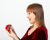 Young woman opens the ring box — Stock Photo
