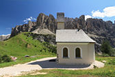 Gardena pass - small church — Stockfoto