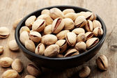 Close up of a bowl of pistachio nuts — Stock Photo