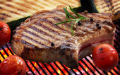 Grilled meat steak and vegetables — Stock Photo