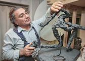 Lo scultore in un workshop — Foto Stock