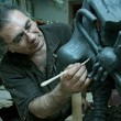 图库照片: Sculptor in workshop