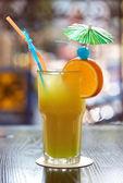 Tropikal kokteyl — Stok fotoğraf