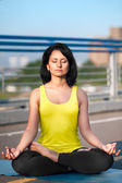 Woman doing stretching yoga exercises outdoors — Stockfoto