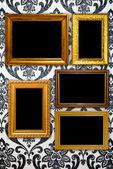 Montatura in oro su sfondo di tappezzeria vintage — Foto Stock