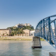 Mozart bridge (Mozartsteg) and Salzach river at Salzburg, Austri — Stock Photo