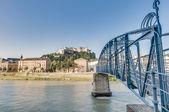 Mozart bridge (Mozartsteg) and Salzach river at Salzburg, Austri — Stock Photo