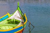 Luzzu tradizionale barca al porto di marsaxlokk, malta. — Foto Stock