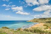 Ramla bay, po stronie północnej gozo malta — Zdjęcie stockowe