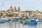 Harbor of Marsaxlokk, a fishing village in Malta. — Stockfoto