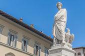 フィレンツェ、イタリアのダンテ ・ アリギエーリの像 — ストック写真
