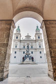 Cathedral square (Domplatz) located at Salzburg, Austria — Stock fotografie