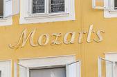 Mozart's birthplace (Mozarts Geburtshaus) at Salzburg, Austria — Stock Photo