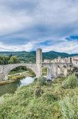 Średniowieczny most w Besalú, Hiszpania — Zdjęcie stockowe