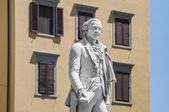 Carlo Osvaldo Goldoni statue located in Florence, Italy — Photo