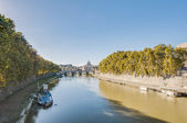 The Tiber river, passing through Rome. — Stock Photo