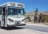 Bus on Quebrada de Humahuaca in Jujuy, Argentina. — Stockfoto