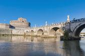 реки тибр, проходя через рим. — Стоковое фото