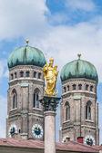 A coluna mariensaule em Munique, Alemanha. — Fotografia Stock