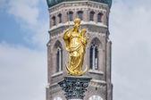 La columna mariensaule en munich, alemania. — Foto de Stock