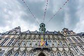 City Hall on the central square in Mons, Belgium. — Foto de Stock