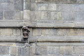 Статуя обезьяны гауптвахты в Монсе, Бельгия. — Стоковое фото