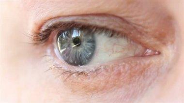 Closeup of female eye — Stock Video
