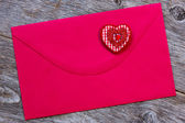 Red paper envelope with decorative heart — Stok fotoğraf