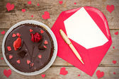 Chocolate cake and love letter — 图库照片