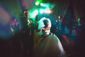 Dance bride and groom in dark hall — Stock Photo