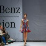 KIEV OCTOBER 19: Models walking on the FELDER FELDER catwalk during the Mercedes-Benz Fashion Week Kiev Fashon Days runway on October 19, 2013 in Kiev, Ukraine. — Stock Photo