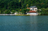 Temple of the Sacred Tooth Relic is a Buddhist temple situated in world heritage site, Kandy, Sri Lanka. — Stock Photo
