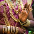 Hands of an Indian bride adorned with jewelery, bangles and painted with henna — Stock Photo