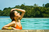 Beautiful woman relaxing in the pool — Stock Photo