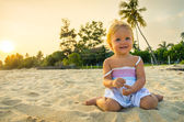 Happy girl on the beach on the dawn time — Stock Photo