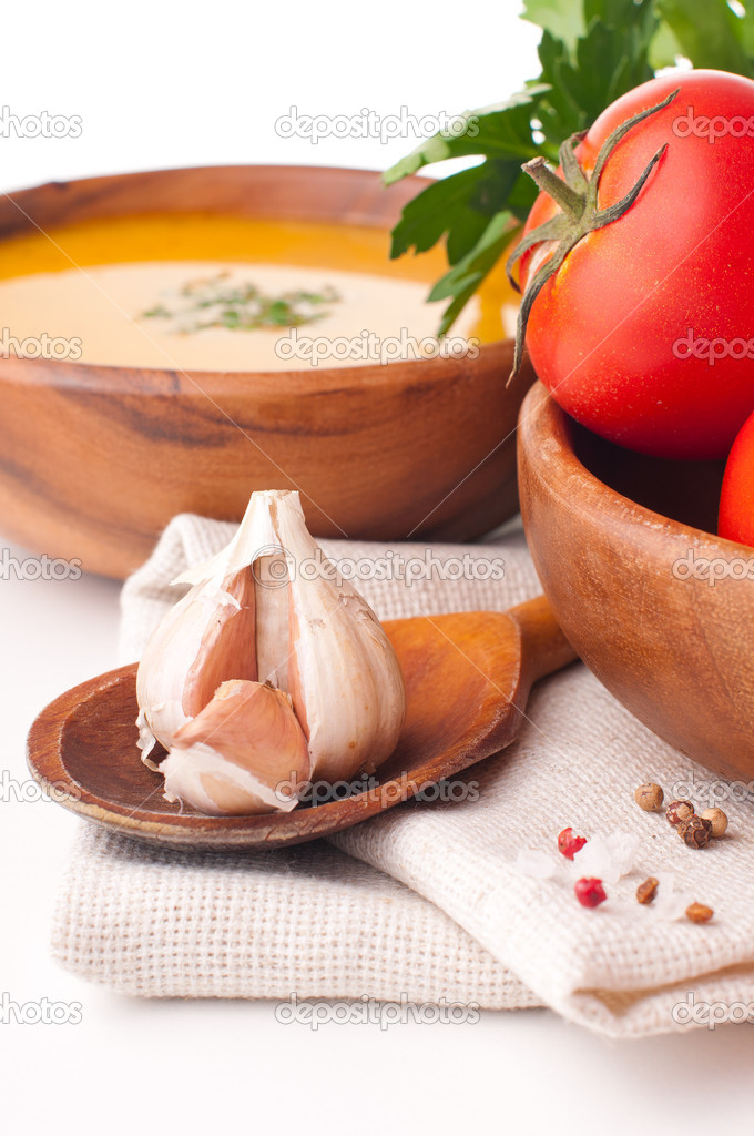 Vegetarian food, garlic close-up, tomato and soup — Stock Photo #13273653