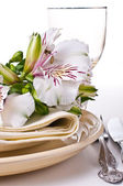 Table setting with white alstroemeria flowers — Stock Photo