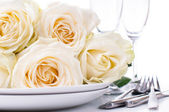 Festive table setting with roses — Stok fotoğraf