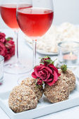 Walnut-chocolate cakes, flowers and rose wine — Stock Photo