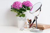 Concepto de belleza y maquillaje — Foto de Stock