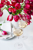 Two glasses of white wine on a table — Stock Photo
